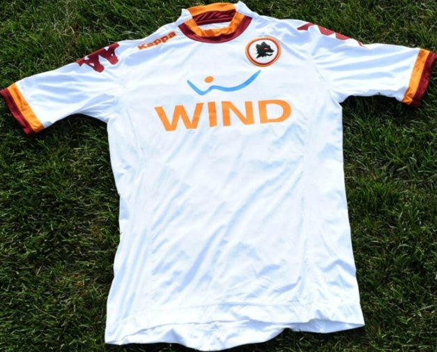 Roma will wear this new 2012/2013 away jersey for the first time in