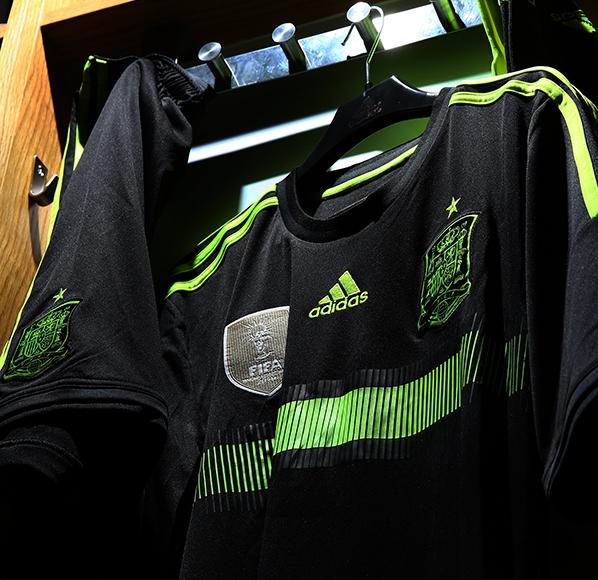 Black Spain Away Football Shirt 2014