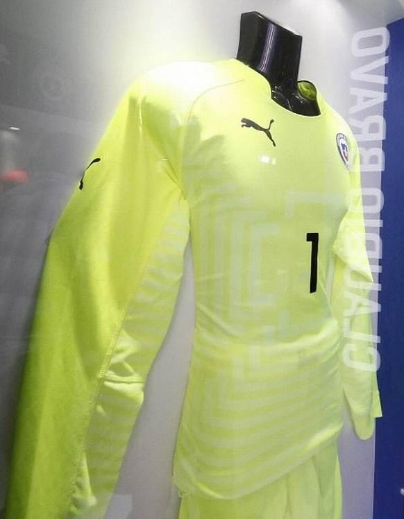 Chile Goalkeeper Shirt 2014 15