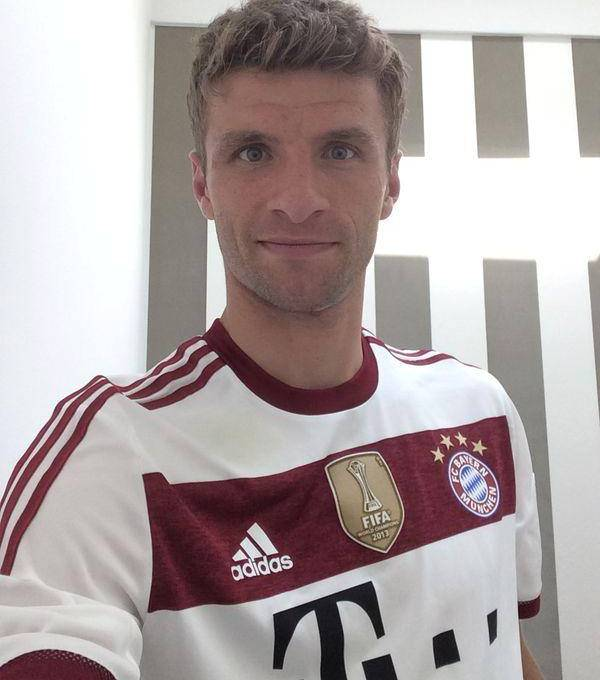 Thomas Muller Bayern Away Kit 14 15