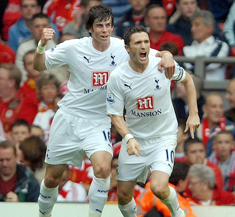 Robbie Kane e un giovannissimo Gareth Bale con la maglia del Tottenham