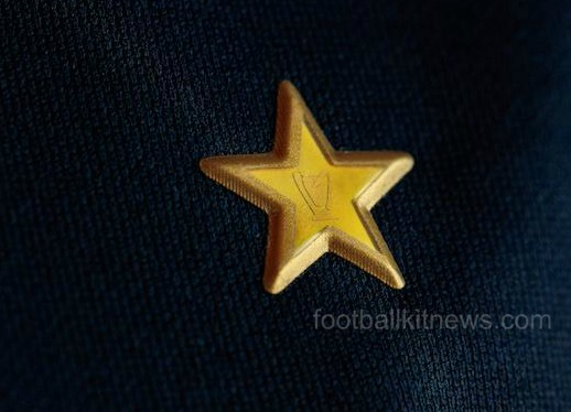 Gold Star on LA Galaxy Jersey 2016