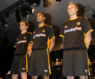 Wolves Burrda Away Kit