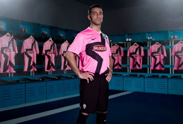 Pink Juventus Away Kit 2011-12