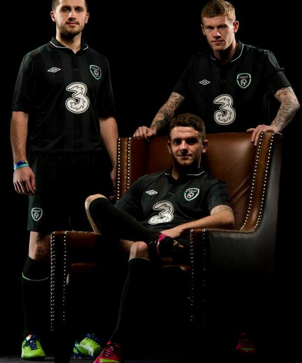 brand new 643a9 18bd5 New Republic of Ireland Away Kit 2013-14- Umbro Black ...