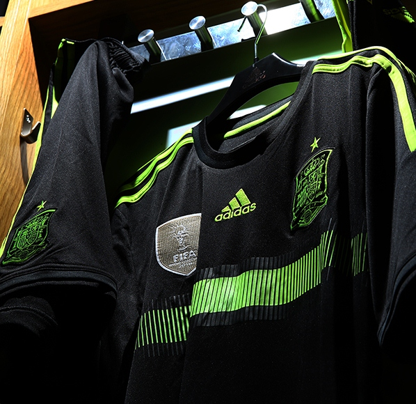 Black Spain Away Football Shirt 2014
