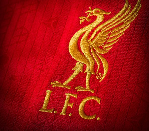 LFC Crest on New Home Shirt 2015