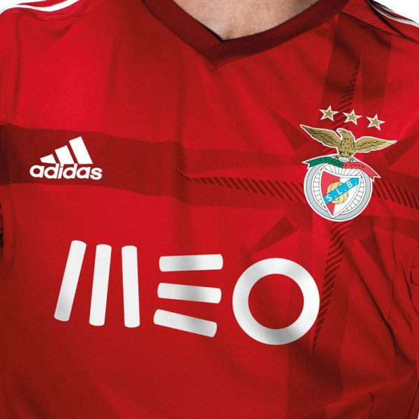SL Benfica Kit 14 15 Closeup