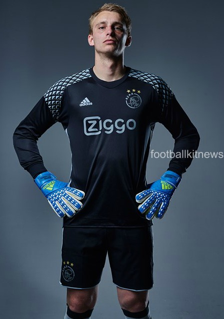 Ajax Away Goalkeeper Shirt 16-17