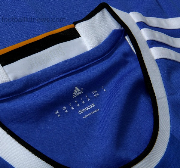 Juventus Away Shirt 2016 17 Closeup