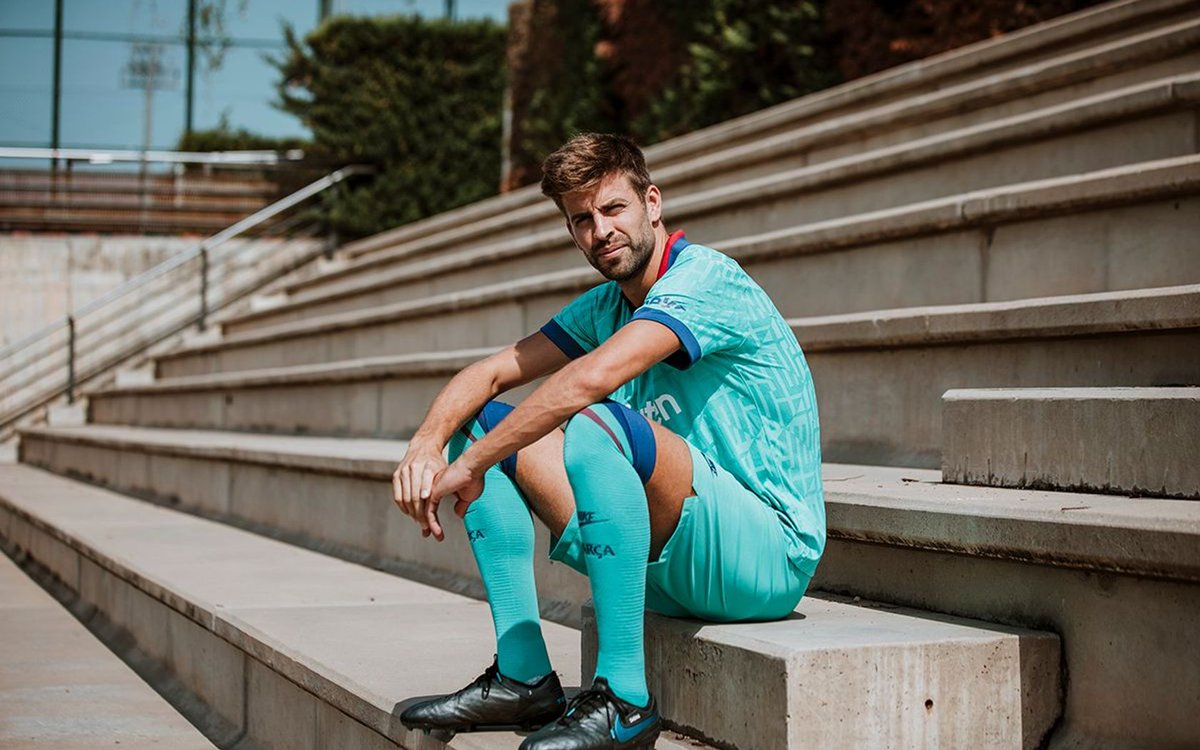 Gerard Pique Barcelona Third Kit 19-20