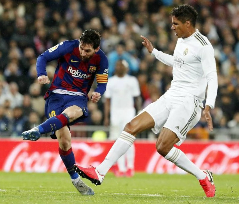 Barcelona wearing home kit vs Real Madrid 2020 away from home clasico