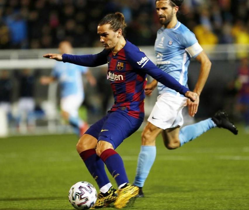 barcelona wearing home kit vs ibiza 2020