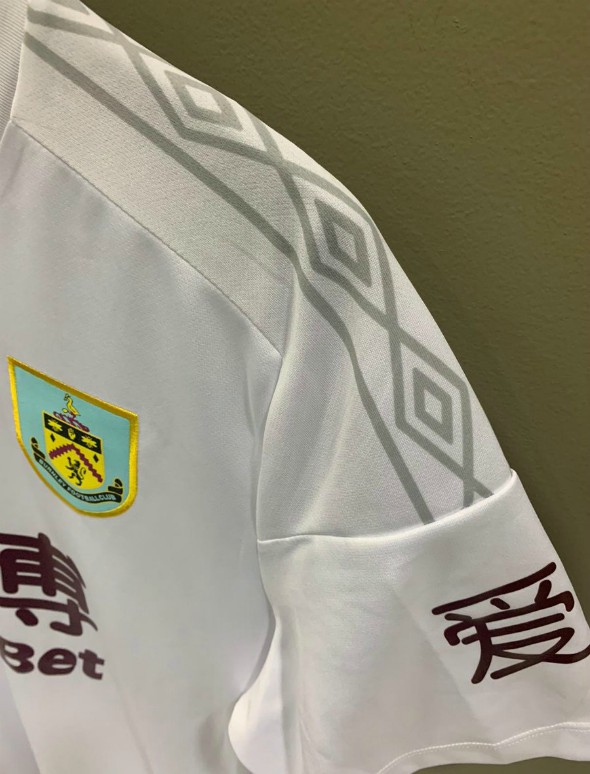 Sleeves of Burnley Fourth Kit 2020